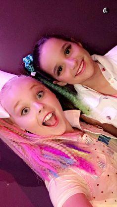 JoJo Swia with Annie Bratayley! JoJo's Party was bomb. Obviously I did not go...But I watched bratayley's vlog! #HappyBirthdayJoJo! REPOST AND LIKE Annie Grace, Annie Lablanc, Jojo Siwa Bows, Jojo Bows, Happy Birthday Jojo, Jojo Juice, Musically Star, Dance Mums, Bratayley