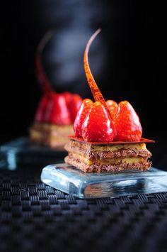 assiette gastronomique, sculptures culinaires et desserts