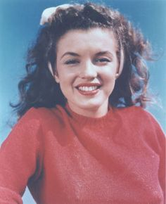 """even though she was known as the """"blonde bombshell"""" she'll always be brunette at heart, and for that I love her.  #Marilyn Monroe"""