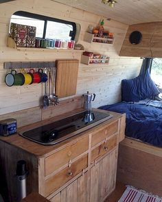 Cool 60+ Impressive Interior Design and Decor Ideas for Camper Van https://decoor.net/60-impressive-interior-design-and-decor-ideas-for-camper-van-151/