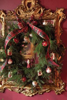 These fragrant branches of evergreen elegantly coil into wreaths adorned with a multitude of holiday trinkets. Christmas Pictures, All Things Christmas, Christmas Holidays, Christmas Ornaments, Christmas Ideas, Christmas Trimmings, Christmas Nails, Glass Ornaments, Christmas Crafts