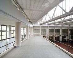 Salone dei 2.000 nello stabilimento Olivetti disegnato da Luigi Figini e Gino Pollini