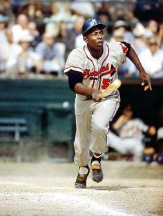 Hank Aaron, Milwaukee Braves Best Baseball Player, Baseball Star, Braves Baseball, Baseball Photos, Sports Baseball, Sports Photos, Baseball Cards, Baseball Classic, Angels Baseball