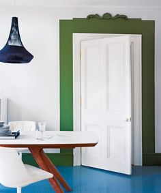 How to paint an interior door - practical tips and over 100 inspiring ideas The big trends in interior design have already been unveiled. On the program: the colorful entrance doors that are true decorative elements. Home Decor Painted Trays, Painted Doors, Living Room Modern, Living Spaces, Honeycomb Tile, Basement Painting, Yellow Doors, Paint Colors For Home, Entrance Doors