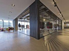 $60,000 Folding Desks : Coffre a Lutrin