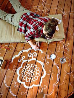 Embellish a deck platform with chalky matte paint, semitransparent stain, and a freehand mandala Deck Design, Floor Design, Deck Decorating, Diy Network, Building A Deck, Painted Floors, Reno, Tapestry Wall Hanging, Decoration