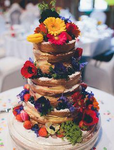 Decoração de casamento colorida   http://www.blogdocasamento.com.br/cerimonia-festa-casamento/decoracao-festa-igreja/decoracao-de-casamento-colorida/