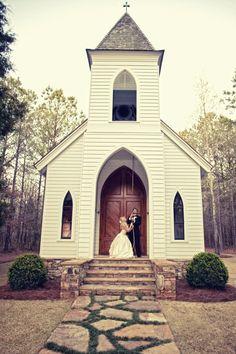 little white church wedding Country Church Weddings, Small Church Weddings, Old Country Churches, Church Wedding Decorations, Old Churches, Little White Chapel, Chapel Wedding, Wedding Chapels, Wedding Church