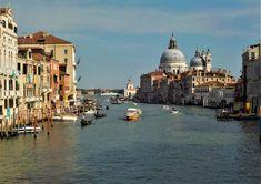Οι γόνδολες της Βενετίας! Taj Mahal, Building, Travel, Viajes, Buildings, Destinations, Traveling, Trips, Construction