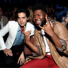 Cole Sprouse and Khalid at the Teen Choice Awards // Teen Choice Awards IG Post \\ Khalid Quotes, Dream Concert, American Teen, Riverdale Cast, Celebrity Wallpapers, Teen Choice Awards, Saddest Songs, Music People, Celebs