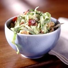 Cranberry-Walnut-Slaw: Tired of the same old coleslaw? Try this fruit and nut slaw for your next cookout or family potluck. Salad Bar, Soup And Salad, Vegetarian Recipes, Cooking Recipes, Healthy Recipes, Good Food, Yummy Food, Slaw Recipes, Cabbage Slaw