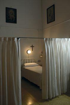Cloistered convent, Madrid 2006 © Gloria Rodríguez