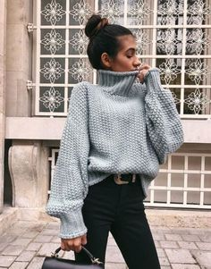 15 Trendy Autumn Street Style Outfits For This Year - fall outfits , sweater ,oversized sweater outfits autumn Street Style Outfits, Hipster Outfits, Mode Outfits, Casual Outfits, Fashion Outfits, Fashion Ideas, Fashion Pics, Jeans Fashion, Sweater Fashion
