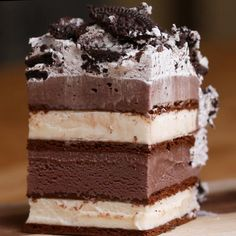 Ice Cream Sandwich Cake Recipe by TastyYou can find ice cream sandwich cake and more on our website.Ice Cream Sandwich Cake Recipe by Tasty Ice Cream Desserts, Frozen Desserts, Ice Cream Recipes, Ice Cream Cakes, Recipe For Ice Cream Cake, Ice Cream Cake Homemade, Cookies And Cream Cake, Summer Desserts, Summer Recipes