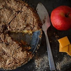 Sour Cream Apple Pie by mhchipmunk, via Flickr. Continuing my apple pie kick.