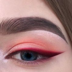 Red eyeshadow with bright red, sharp winged eyeliner. Eyeshadow ideas, eyeshadow Red eyeshadow with bright red sharp winged eyeliner. Eyeshadow ideas eyeshadow - Das schönste Make-up - Red eyeshadow with bright red sharp winged eyeline - Makeup Hacks, Makeup Goals, Makeup Inspo, Makeup Inspiration, Makeup Ideas, Makeup Basics, Style Inspiration, Hair Hacks, Cute Makeup
