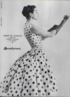 Givenchy - The dresses are one of the most beautiful women fashion styles of all time. These vintage black and white pictures will prove this. Fashion Mode, 1950s Fashion, Vintage Fashion, Club Fashion, Fashion Styles, Classy Fashion, Skirt Fashion, Style Fashion, Fashion Tips