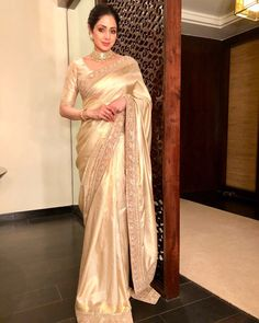 These Sabyasachi Saree are stunning in the designer saree spectrum! Find more Sabyasachi saree, Sabyasachi Lehenga and Sabyasachi Dress on Happy Shappy Sabyasachi Dresses, Saree Dress, Sari Blouse, Ethnic Sarees, Indian Sarees, Silk Sarees, Indian Wedding Outfits, Indian Outfits, Elegant Saree