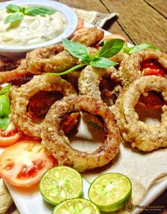 Pritong Pusit/ Calamares Fritos (Fried Squid Rings) with Garlic-Mayonnaise Dip Filipino Dishes, Filipino Recipes, Garlic Mayo, Vegetarian Recipes, Snack Recipes, Cold Appetizers, Food Garnishes, Pinoy Food, Mayonnaise