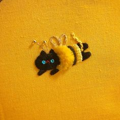 Funny Cat Embroideries Highlight the Humor of Felines Cute Embroidery, Hand Embroidery Patterns, Embroidery Thread, Cross Stitch Embroidery, Embroidery Designs, Learning To Embroider, Sewing Art, Crafty Craft, Mellow Yellow