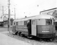 Salvation Army's Mobile Servicemen's Canteen at Front and Market Streets in Wilmington, Delaware.  From the Delaware in World War II Collection at the Delaware Public Archives.