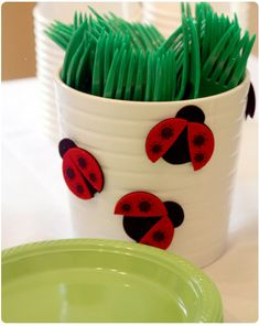 Cuuuute! Put green utensils in a jar to look like grass with ladybugs on it #BirthdayExpress #LadybugParty
