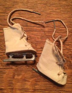 VTG-40-039-s-50-039-s-Oilcloth-Doll-Ice-Skates-Roller-Skates-Shoes-NIB-Purse