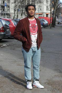 Streetstyle, men's fashion, suede brown leather jacket, jordan's, bull's, blue jeans