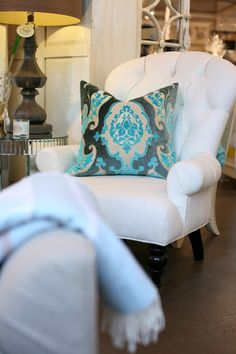 Love the style of chair & pillow Cozy Living Rooms, Home And Living, Living Spaces, Chair Pillow, Pillows, Cushions, Home Suites, Cozy Nook, Pink Houses