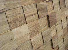 Que tal usar pastilhas como acabamento? As pastilhas são pequenos revestimentos dispostos em placas, para facilitar a instalação em paredes e pisos. A madeira oferece volumetria às paredes de áreas internas. Algumas são fabricadas com madeira de demolição. Elas nunca saem de moda e podem ser usadas em grandes superfícies ou pequenos detalhes.