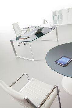 Office Table, Table Desk, Office Decor, Executive Office Desk, Ceo Office, Office Floor Plan, Computer Setup, Garden Architecture, Office Designs
