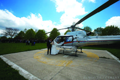 Arrivo sposi in elicottero