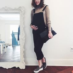 Tenues de Grossesse Tendances | POPSUGAR Fashion France Cool Maternity Clothes, Winter Maternity Outfits, Fall Maternity, Stylish Maternity, Maternity Fashion, Edgy Outfits, Korean Outfits, Fashion Outfits, Pregnancy Wardrobe