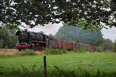 Historische stoomtrein van de VSM nabij Eerbeek.