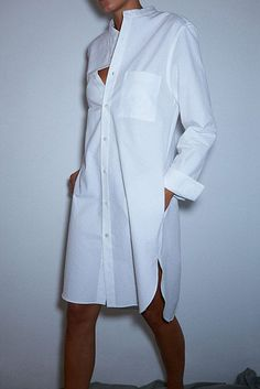 This Awesome oversized white shirt outfit style ideas 14 image is part from 40 Amazing Oversized White Shirt Outfits Style Ideas gallery and article, click read it bellow to see high resolutions quality image and another awesome image ideas. White Shirt Outfits, White Shirts, White Shirt Dresses, White Fashion, Look Fashion, Fashion Outfits, Oversized White Shirt, Classic White Shirt, Crisp White Shirt