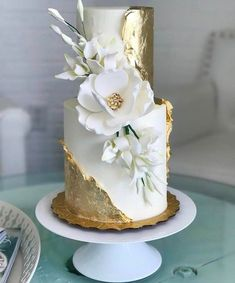 When your cake is gilded you know it's good. Via: @weddingdream : @honeylovecakery Cake stand: @sarahsstands