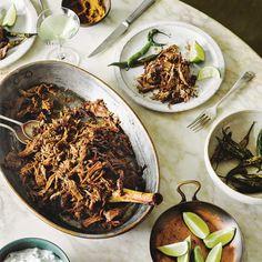 Dit is een fantastisch gerecht van malse, langzaam bereide lams-raan (poot), die in zijdezachte reepjes wordt getrokken en met een heerlijke masala wordt gemengd. #lam #vlees #lamsvlees #indiaas #raan #lamsraan #masala #hoofdgerecht #india #hoofdgerecht #foodandfriends Beef Recipes, Vegan Recipes, Family Kitchen, Recipe For Mom, Kitchen Recipes, Japchae, India, Cooking, Ethnic Recipes