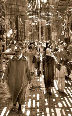 Light in souks - Marrakech Moroccan Art, Moroccan Style, Souk Marrakech, Light In, Photos Voyages, North Africa, Casablanca, Morocco, Portugal
