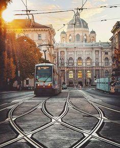Wszystkie posty • Instagram Road Transport, Danube River, Imperial Palace, Vienna, Austria, Big Ben, Taj Mahal, Louvre, Country