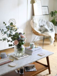 Styling A Coffee Table. http://www.katelavie.com/2017/10/styling-coffee-table.html