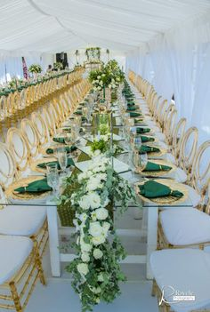 A Gorgeous Wedding With The Bride In Green Shweshwe Bontle bride is a wedding magazine with a flavour of culture. Featuring traditional weddings, tips, wedding related articles and ideas. African Wedding Theme, African Wedding Attire, African Theme, Emerald Wedding Colors, Emerald Green Weddings, African Traditional Wedding Dress, Traditional Wedding Decor, Zulu Traditional Wedding Dresses, Green Wedding Decorations
