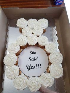 "Mini engagement ring cupcake cake ""She said yes "" Engagement Party Cakes, Engagement Cake Design, Engagement Ring, Wedding Stage Decorations, Bridal Shower Decorations, Cute Proposal Ideas, Bachelorette Veil, Celebration Balloons, Ring Cake"