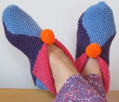 Plaid Crochet, Crochet Slippers, Knit Crochet, Bed Socks, Contemporary Embroidery, Crochet Accessories, Point Mousse, Stitch, Knitting