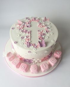 Ditsy flower baby girl christening cake with Cute little letter blocks to decorate the board. So simple but so effective. Ditsy flower baby girl christening cake with Cute little letter blocks to decorate the board. So simple but so effective. Baby Girl Christening Cake, Baby Girl Cakes, Christening Party, Baby Baptism, Cake Baby, Baptism Cakes For Girls, Simple Baptism Cake, Girl Christening Decorations, Baptism Party