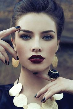 Gorgeous look fall look that even works for people with paler skin tones (such as myself)!