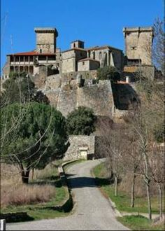 CASTLES OF SPAIN - In a high part of the valley, near the town of Verín (Orense, Galicia). Built in the 12th century by Alfonso Henríquez. It was extremely important in the epoch of Peter the Cruel. In the 16th century it was used by Philip the Handsome for a meeting with Cardinal Cisneros. The most notable exterior features are the two towers: the Ladies Tower and the Keep.  The castle is now a Parador hotel.