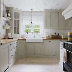 Beautiful kitchen  Credit: Vickys-home.blogspot.com  #country #kitchen…