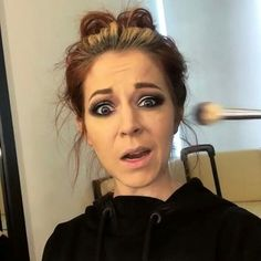 So cute, I just want to squoosh her. From Lindsey Stirling ( Her Music, Good Music, Lindsey Stirling, Role Models, Redheads, Lady, Queen, Veil, Divas