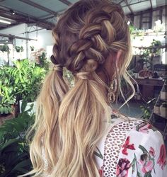 Boxer braids with loose ends is a fresh take on the trend #hairstyleinspiration...x