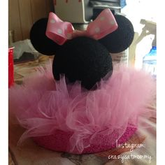 Another idea for a Minnie Mouse centerpiece Minnie Mouse Party Decorations, Minnie Mouse Theme Party, Minnie Mouse 1st Birthday, Mickey Party, Baby 1st Birthday, 2nd Birthday Parties, Birthday Ideas, Mini Mouse Baby Shower, Baby Party